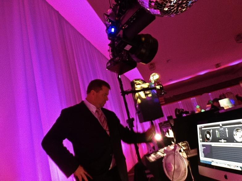 DJ Barry Kelly - Elite DJ Profile